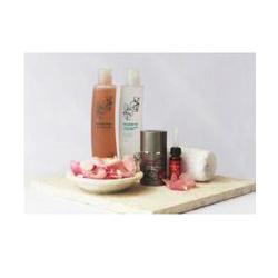 Набор из четырех продуктов на основе масла шиповника+ косметичка в подарок, Rosehip Oil Basic Solutions Pack